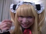 <コスプレムービー>小鳥遊はる ざーめんの入ったゴムを片手に持ち微笑むカワイいコスプレ美10代小娘