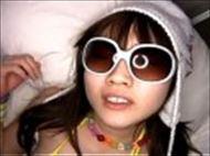 <美10代小娘ムービー>野村さゆき ロリ顔のツイテ小娘がサングラスやコスプレしたままでねっとりSEXに悶絶
